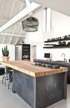 Rustic Kitchen Design, Wooden Kitchen, New Kitchen, Kitchen Dining, Dutch Kitchen, Kitchen Cabinets, Kitchen Oven, Kitchen Walls, Wooden Counter