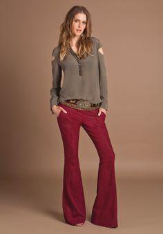 Cinto na cor próxima ou igual a cor da blusa efeito alongador de tronco!