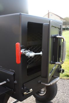 Easily and efficiently smoke food for a small crowd on this handmade reverse-flow tank smoker built for backyard and competition use. Bbq Smoker Trailer, Bbq Pit Smoker, Diy Smoker, Barbecue Grill, Grilling, Custom Bbq Smokers, Bbq Parts, Offset Smoker, Outdoor Stove