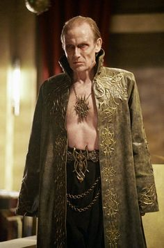 Viktor (Bill Nighy) in Underworld - the best played vampire lord. Underworld Vampire, Underworld Selene, Underworld Movies, Underworld Cast, Underworld Kate Beckinsale, Dark Legends, Bill Nighy, Vampires And Werewolves, Artist