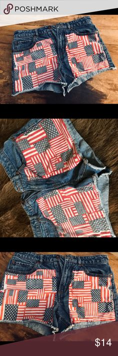 American Flag shorts Forever 21 American Flag 🇺🇸 high rise shorts! Get ready for this summer with these adorable shorts ! Snug fit. Size 28 Forever 21 Shorts Jean Shorts