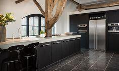 Afbeeldingsresultaat voor zwarte keuken op antraciet vloer