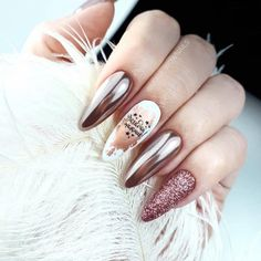 Metallic nails, aka chrome nails, are a trend that will make your nails look chic and classy. Check out our suggestions for achieving trendy nails this season. Stylish Nails, Trendy Nails, Chrome Nail Art, New Years Eve Nails, Gel Nagel Design, Metallic Nails, Matte Nails, Glitter Nails, Silver Nail