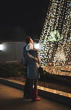 christmas couple 10 Winter Date Night Ideas For You And Your Significant Other Christmas Love Couple, Christmas Date, Holiday Dates, Christmas Pictures, Holiday Ideas, Holiday Photos, Outdoor Christmas, Night Pictures, Couple Pictures