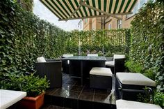 Kensington Vibrant green walls offer complete privacy in the roof garden of this three-bedroom house. The house has recently been completely refurbished on the inside, while retaining a period façade. John D Wood & Co Rooftop Terrace, Terrace Garden, Rooftop Dining, Outdoor Spaces, Outdoor Decor, Outdoor Life, Unique House Design, Flower Garden Design, London Property