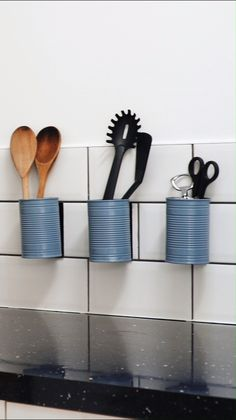 Find out how to make a DIY utensil holder for your kitchen - a great way to clear clutter from your kitchen drawers and worktops. A quick, low-cost piece of DIY kitchen décor. Kitchen Utensil Organization, Kitchen Utensil Holder, Kitchen Utensils, Kitchen Organizers, Diy Home Decor Easy, Diy Kitchen Decor, Easy Diy, Kitchen Art, Kitchen Ideas