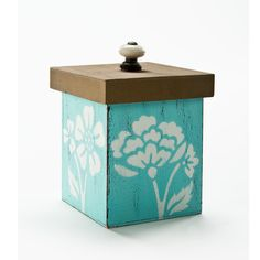 Medium Shabby Chic Box with Lid. Popular shabby chic box is easy to make but elegant to look at. #crafts #plaid crafts #folkart paint #stencils