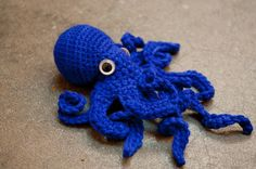 Realistic Crochet Octopus by Leah Coccari-Swift Diy Crochet And Knitting, Love Crochet, Loom Knitting, Crochet Crafts, Yarn Crafts, Crochet Toys, Crochet Projects, Crochet Animals, Amigurumi Patterns