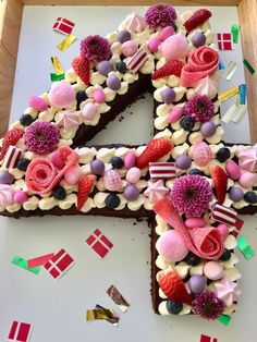 En lækker udgave af den populære talkage med mudcake som bund og toppet med cr… A delicious version of the popular talkage with mudcake as the bottom and topped with cremecheese frosting. Number Birthday Cakes, Number Cakes, Cake Birthday, Creme Cheese, Danish Food, Mud Cake, Food Humor, Pretty Cakes, Cakes And More