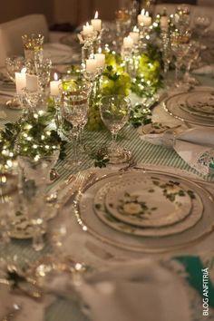 Anfitriãs,  essa é mais uma das mesas que montei para vocês, minha queridas Leitoras, em um jantar que fiz em casa, mas que pode servir como inspiração para um Natal leve e criativo, especial e como