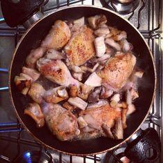 Il pollo al vino e funghi porcini: comfort e velocissimo