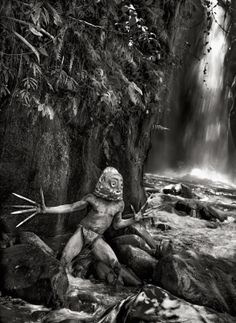 Sebastião Salgado. S) images | Performer Mudmen al Sing Sing di Mount Hagen