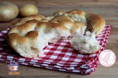 le focaccine patate sono ideali da accompagnare a salumi e formaggi sono facili da realizzare e anche una merenda sana per tutti.