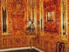 24.Russian specialists have restored Amber room on old-time drawing and photography