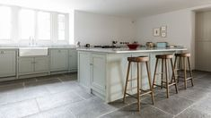 Country Farmhouse, Country Kitchen, Large Kitchen Island, Kitchen Islands, Grey Shaker Kitchen, Perfect Place, Free Design, Kitchen Appliances, Table