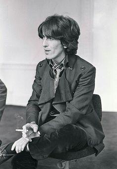George during an interview, EMI Studios, 18 September 1968 John Lennon Paul Mccartney, John Lennon Beatles, The Beatles, Hello Beatles, George Harrison Young, Bug Boy, Popular Bands, Beatles Photos, Best Friends For Life