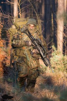 Tips in Choosing a Paintball Marker Army Soldier, Military Police, Military Personnel, Military Art, Military Photos, Military Weapons, Military Special Forces, Poses References, Special Ops