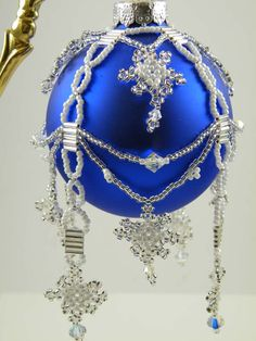 cobalt blue, snowflakes & Christmas ornaments... 3 of my favorite things  ; )