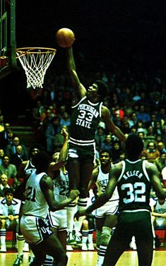 Magic Johnson in college the way he played basketball it seemed like he really was magic Basketball History, Basketball Skills, Basketball Legends, Duke Basketball, College Basketball, Basketball Players, Kentucky Basketball, Kentucky Wildcats, Nba Cleveland