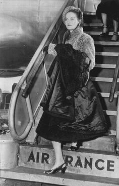 Doris Duke Mansion | Doris Duke arrives at LaGuardia Airport in 1947