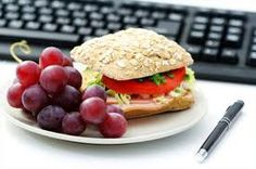 Start your day with a health breakfast, pack a healthy lunch and pack healthy snacks. Recipes ideas for breakfast, lunch and snacks. Healthy Snacks, Healthy Eating, Healthy Recipes, Breakfast Healthy, Eat Breakfast, Easy Recipes, Lunch Recipes, Cooking Recipes, Menu Dieta