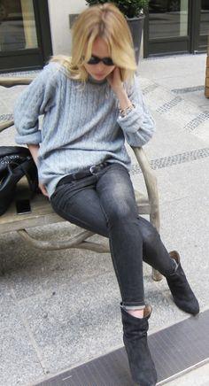 sweater and boots www.redreidinghood.com