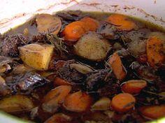 Dit is één creatie van mij die we elk najaar en ook in de winter regelmatig eten. Een geweldig herfstrecept barstensvol smaak en gezonde dingen. Uiterst compleet en hier heb je wel 2x een goede maaltijd aan. Voor de mensen die een slowcooker hebben is dit uitermate geschikt. Als je van slank en botermals stoofvlees …