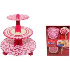 Just because you're on a picnic doesn't mean you need to sacrifice your usual flair ;) Love this easy pop up cake stand