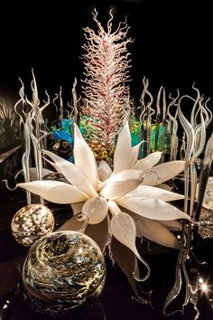 Dale Chihuly, Famous Glassblower, Is Back! Blown glass by Dale Chihuly, at Richmond Museum of Fine Arts Blown Glass Art, Art Of Glass, Glass Artwork, Dale Chihuly, Porcelain Jewelry, Porcelain Ceramics, Fine Porcelain, Ceramic Pottery, Museum Of Fine Arts