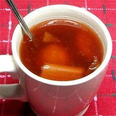 ¿Hace frío? Calienta cuerpo y alma -- y aromatiza la casa al mismo tiempo -- preparando un ponche navideño mexicano. // Mexican Christmas punch, a hot fruit drink that warms body and soul -- and makes the house smell good, too.