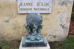 """""""ce coeur contient de la terre prélevée au lieu sacré du bucher de Jeanne…"""