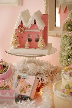 Christmas decor... Love!  Idea for my someday when I get creative enough to make one.