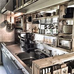 Assembly Line Kitchen Industrial Kitchen Design, Rustic Kitchen, Diy Kitchen, Kitchen Interior, Kitchen Storage, Rustic Industrial, Pop Up Shop, China Kitchen, Küchen Design