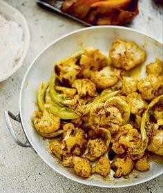 Pečený kořeněný květák Seitan, Veg Recipes, Cauliflower, Shrimp, Food And Drink, Low Carb, Meat, Vegetables, Indie