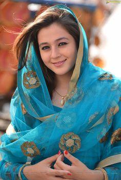 Resultado de imagem para priyal gor Pakistani Girl, Girl Smoking, India Beauty, Indian Girls, Beautiful Actresses, Indian Actresses, Indian Fashion, Beautiful Women, Saree