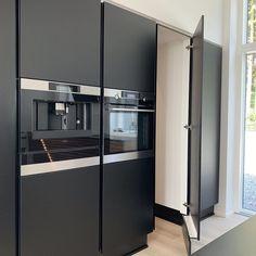 Kitchen Butlers Pantry, Kitchen Storage, Tall Cabinet Storage, Locker Storage, Küchen Design, Interior Design, Kitchen Room Design, Stylish Kitchen, Kitchen Furniture