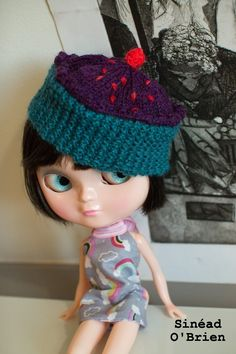 Free Blythe Cupcake hat knitting pattern. Quick and simple pattern will produce a hat to fit Neo Blythe and Icy sized dolls.