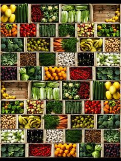 Ecologic Wall Panel from Mr Perswall Daily Details Collection. A wall panel featuring a mouth-watering display of fresh fruit and vegetables stacked in greengrocer crates. Vegetables Photography, Fruit Photography, Fruit And Veg Shop, Vegetable Shop, Supermarket Design, Food Displays, Produce Displays, Fresh Fruits And Vegetables, Food Packaging