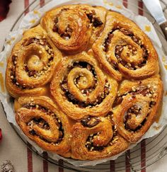 Cinnamon swirls *** No need to visit a coffee shop to enjoy these artisan styled pastries. This Cinnamon Swirls Recipe by Dan De Gustibus is sure to impress friends and family. Cinnamon Swirls, Kneading Dough, Sweet Cooking, Pudding Pies, Bun Recipe, Sweet Bread, No Bake Cake, Good Food, Food And Drink