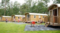 Aan de rand van vakantiepark de Leemkule, in de rustieke Veluwse bossen, staan vier sfeervolle pipowagens (ca. 25 m²), ready to be booked! Ervaar het gemoedelijke campingsfeertje, maar wel met luxe voorzieningen zoals heerlijke bedden met dekbedden, een eigen badkamer met toilet en een volledig ingerichte keuken. #origineelovernachten #reizen #origineel #overnachten #slapen #vakantie #opreis #travel #uniek #bijzonder #slapen #hotel #bedandbreakfast #Bos
