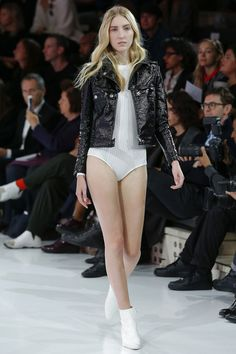 Courrèges+Spring+2016+Ready-to-Wear+Fashion+Show+Fashion+Show+Review