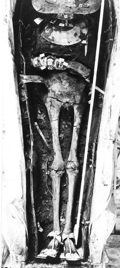 King Tut's mummy unwrapped before the gold mask was…