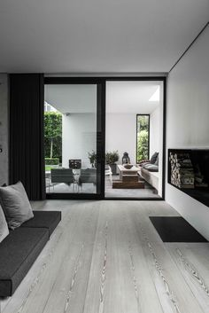 A Modern Home in Concrete, Timber and Glass - NordicDesign