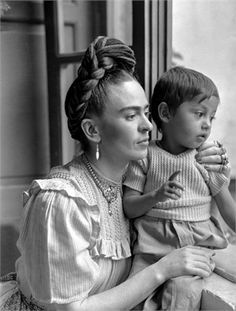 Frida con niño