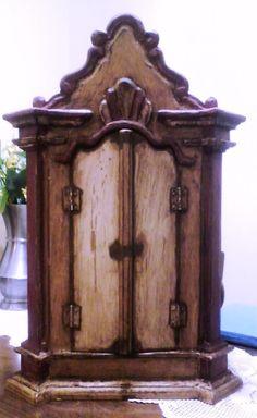 ORATÓRIO BARROCO - Oratório feito à mão, em madeira, pintura barroca envelhecida, para imagens de 30 cm. Várias cores barrocas.   Largura interna: 10cm Altura: 45 cm Comprimento : 25 cm
