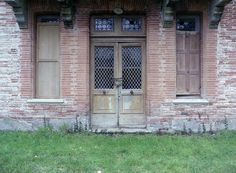 Chained door by JR-pharma, via Flickr