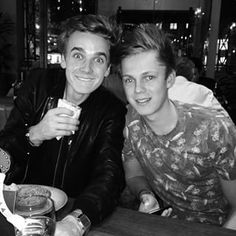 Instagram photo by joe_sugg - 800k followers?! Love you all so much! Celebrating with my new roomie @caspar_leeo #youtubeladpad