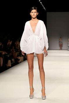 Alice McCall Fall 2013 RTW A great Aussie Deisgner.... Love, Love, love #www.kerialexandercelebrant.com.au Alice Mccall, White Fashion, Look Fashion, Fashion Show, Fashion Design, Couture Fashion, Runway Fashion, Fashion Models, Womens Fashion