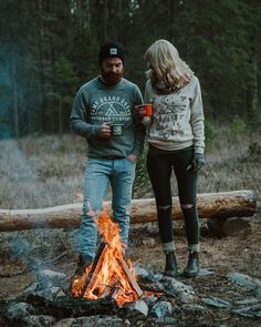 RV And Camping. Great Ideas To Think About Before Your Camping Trip. For many, camping provides a relaxing way to reconnect with the natural world. If camping is something that you want to do, then you need to have some idea Camping Hacks, Camping And Hiking, Camping Life, Family Camping, Tent Camping, Outdoor Camping, Camping Ideas, Camping Signs, Camping Trailers