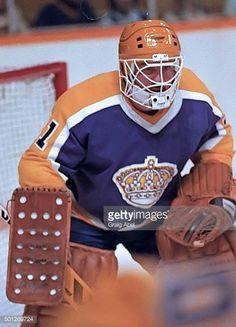 La Kings Hockey, Goalie Mask, Los Angeles Kings, Cool Masks, Mask Design, Nhl, Football Helmets, Vintage, Sports